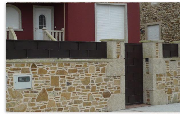 Fachada de piedra con arco y escalera fachadas laja - Escaleras de piedra ...